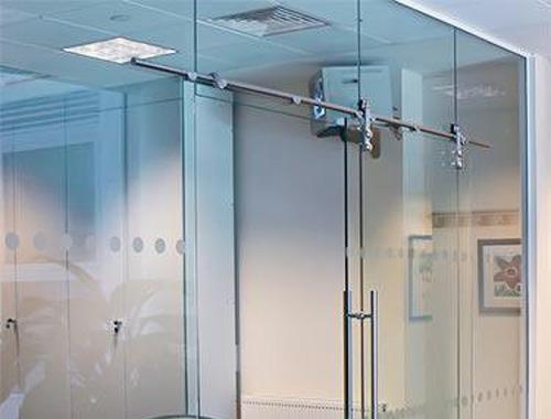 Làm cửa nhôm kính giúp tiết kiệm chi phí điện năng